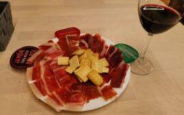 马德里美食 - Mercado Jamón Ibérico的西班牙火腿拼盘+马德里红酒