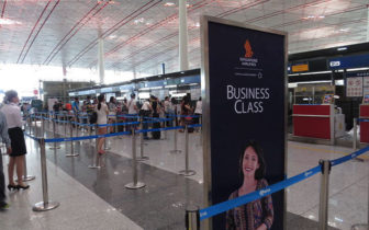 出门旅游坐飞机,是否需要出示买机票的信用卡?